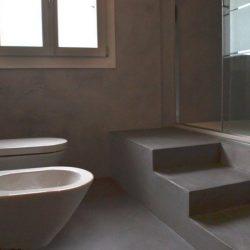 bagno rivestito resina grigia vicenza